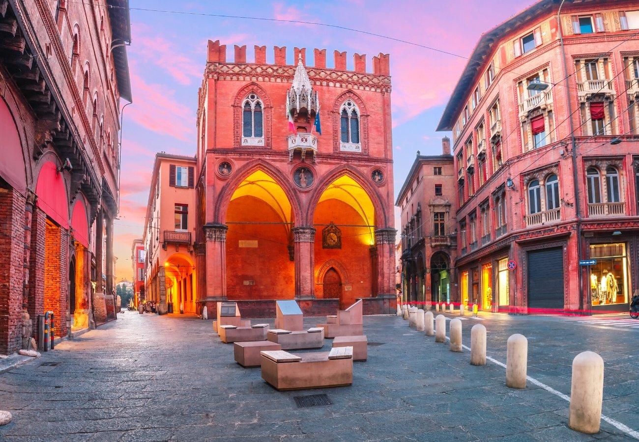 bologna centro storico.jpg