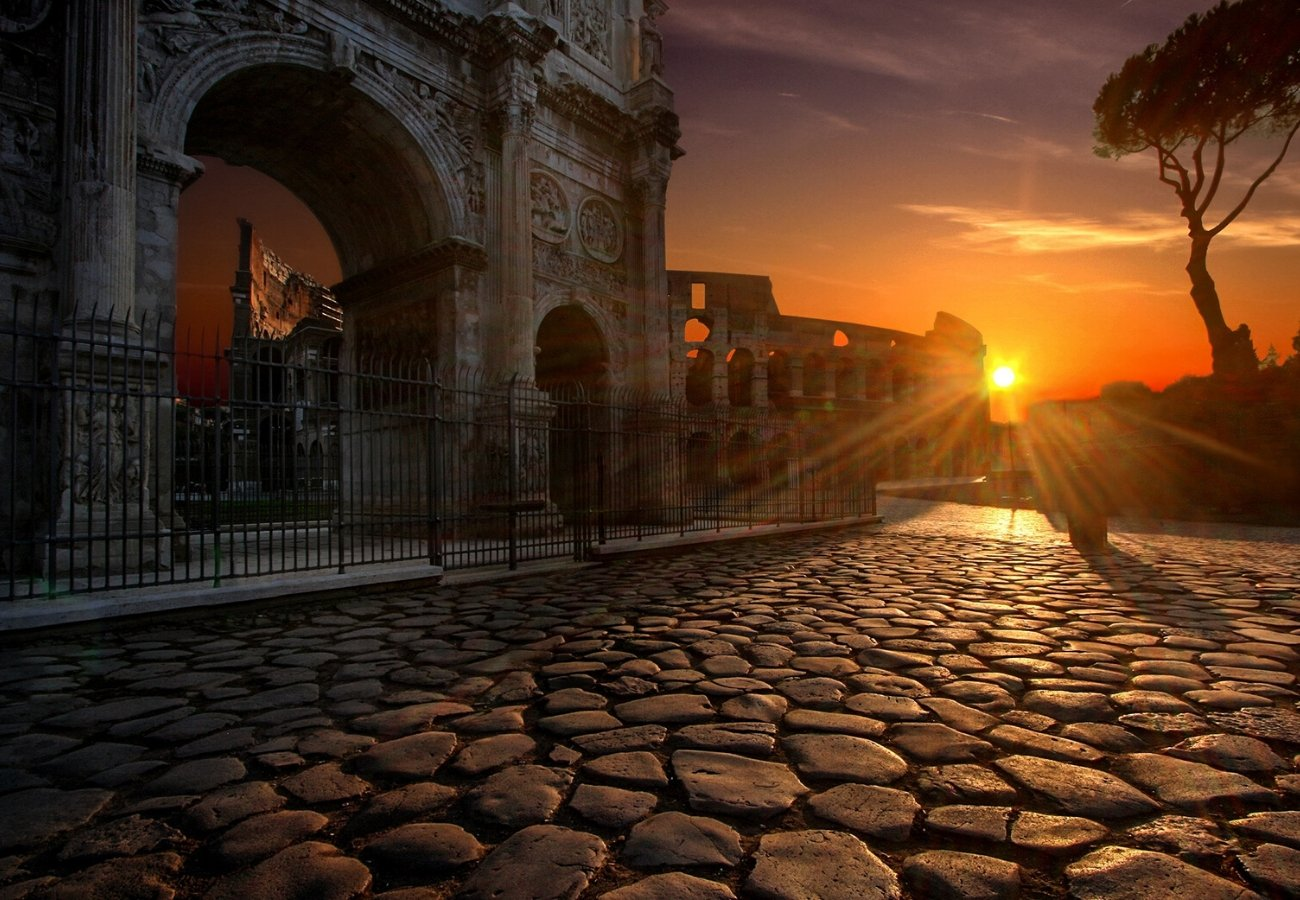 colosseo al tramonto roma.jpg
